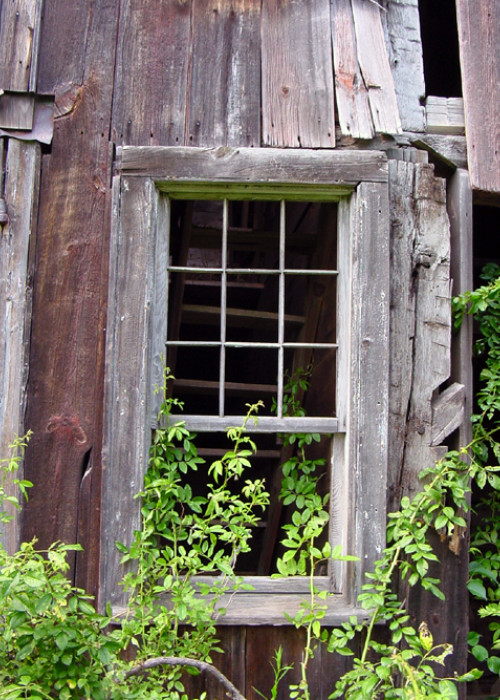 old-barn-window-1475954