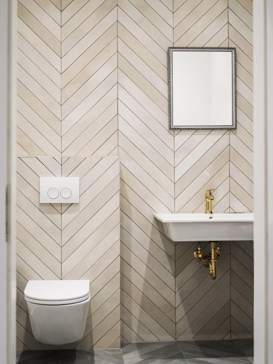 cladding wood herringbone bathroom