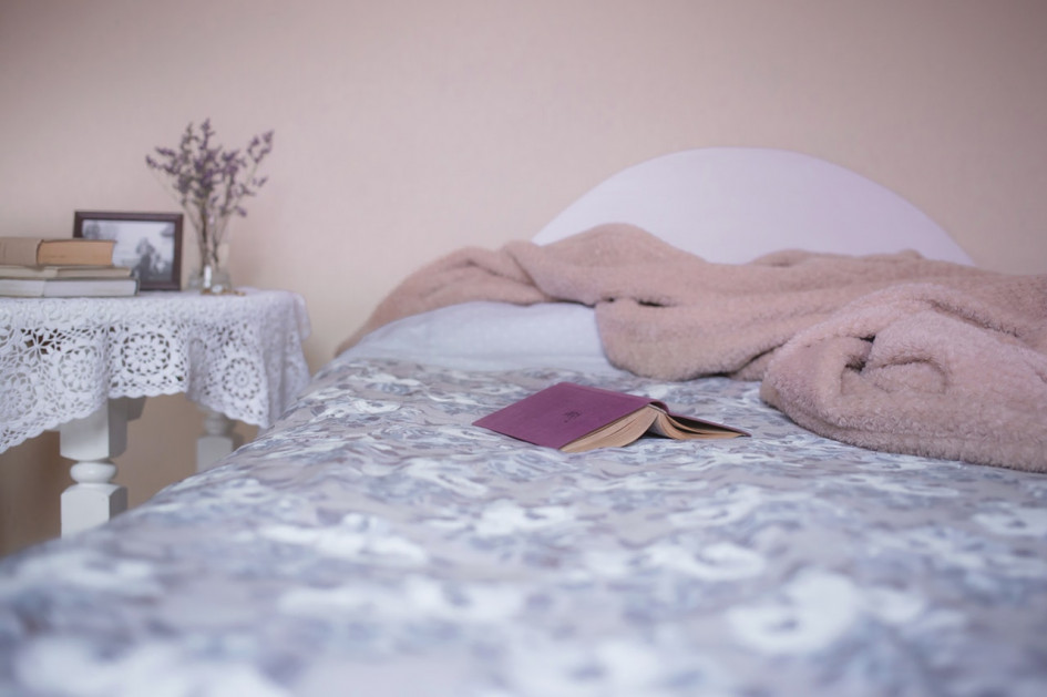 bed-bedroom-blanket-129062